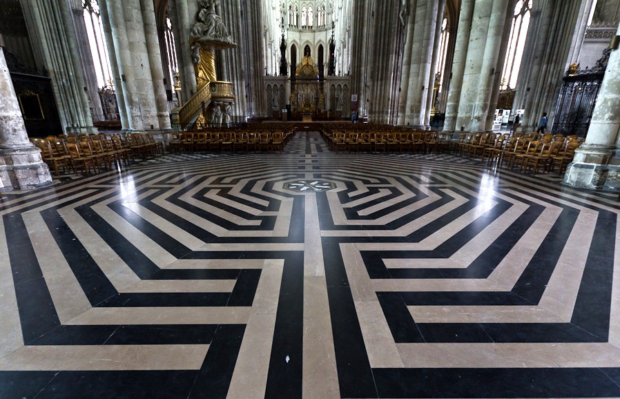 Лабиринт пола Амьенского собора - Франция