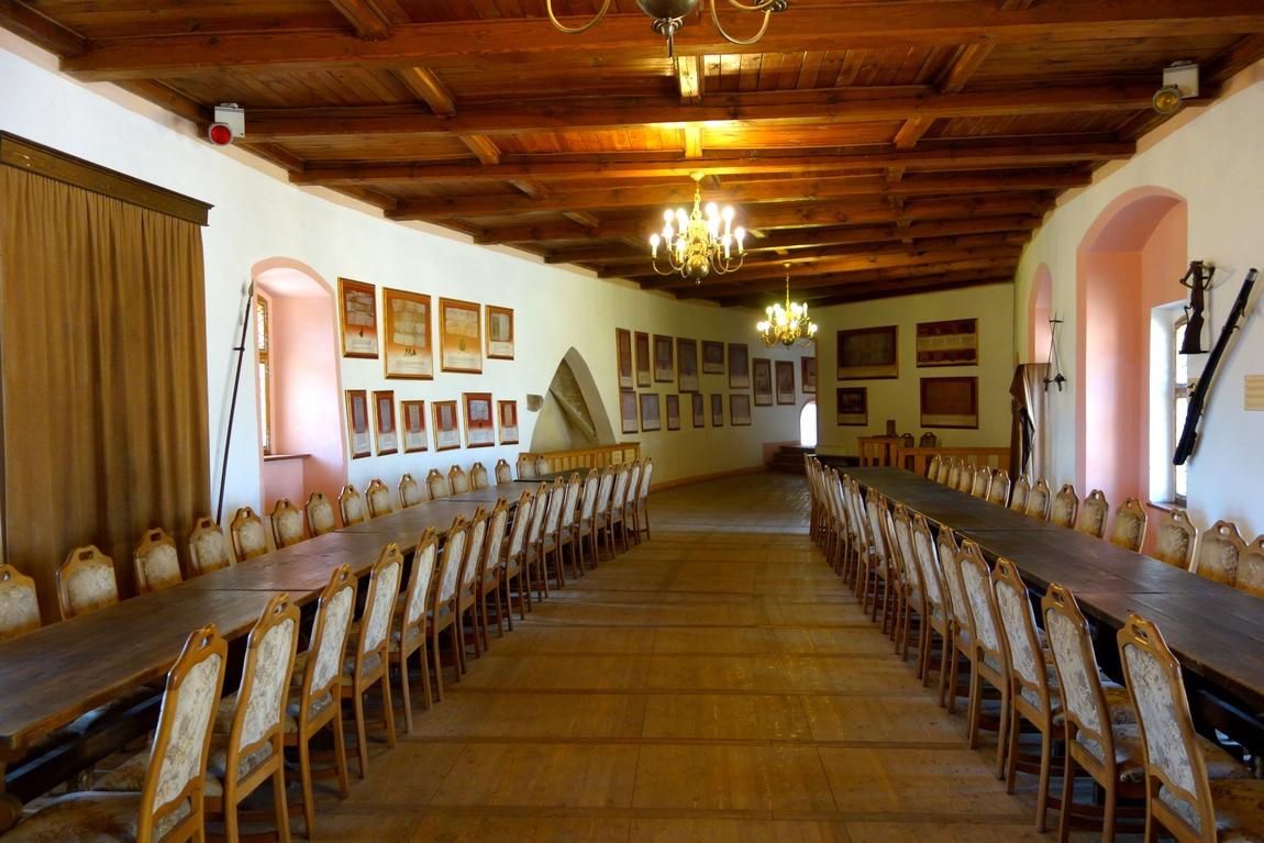 Средневековая трапезная в замке