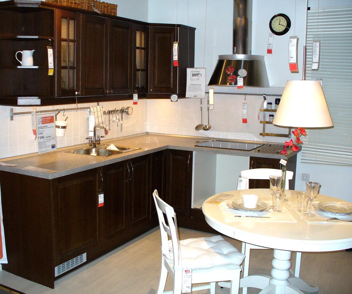 Кухня тёмного цвета