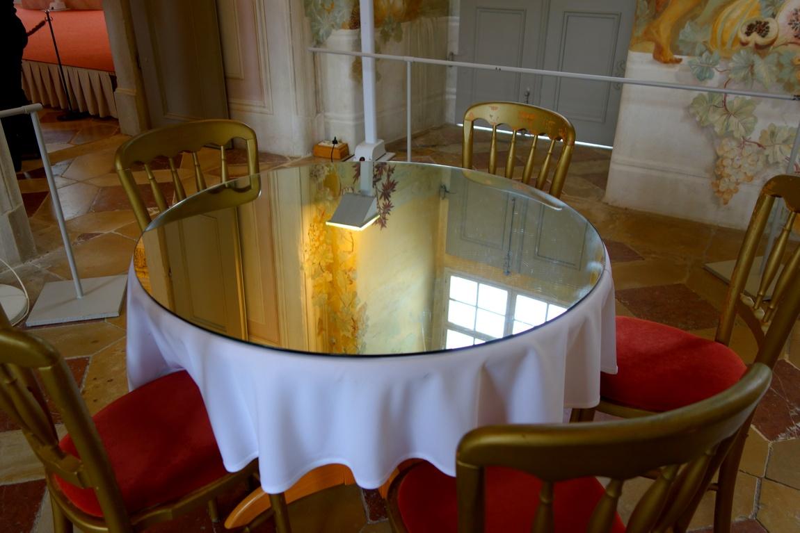 Столик зеркальный в Аббатстве Мельк в Австрии