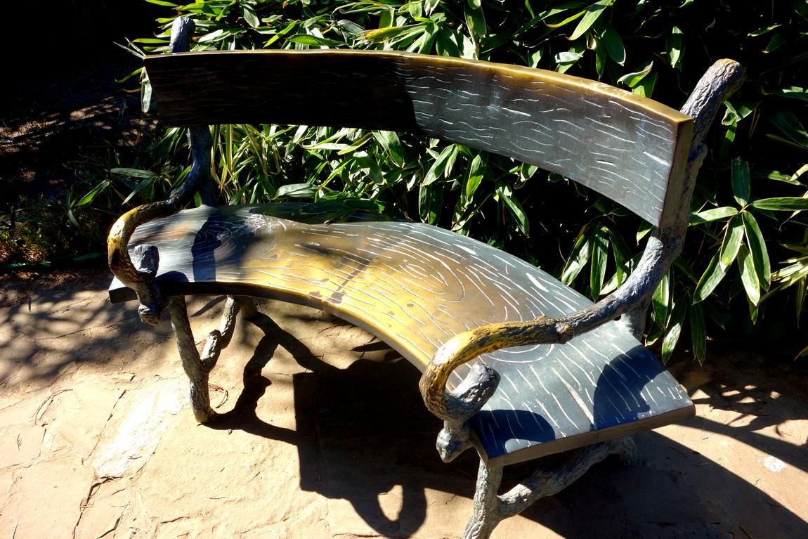 Декоративная скамья в парке Айвазовского