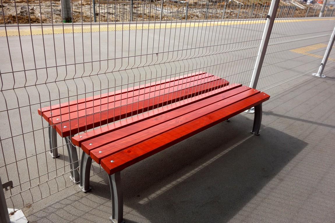 Сдвоенная скамья в аэропорту
