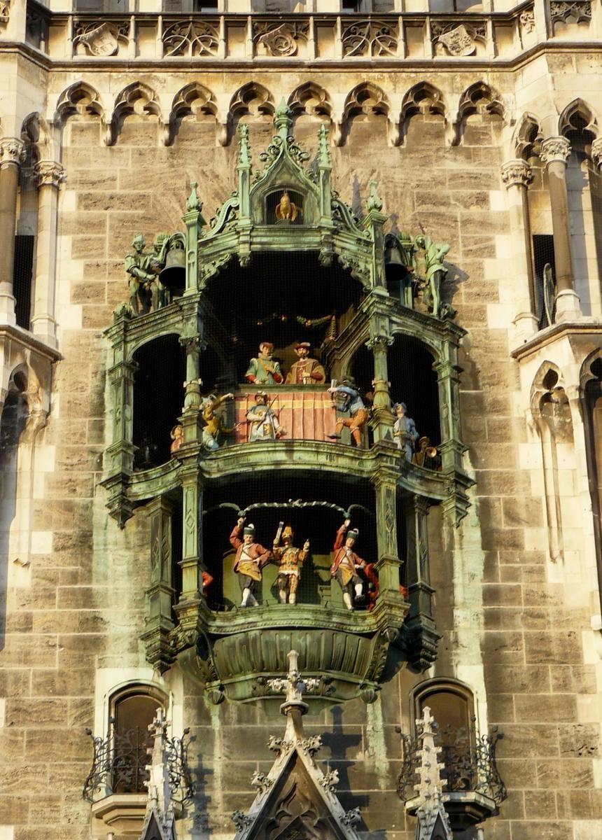 Часы на Новой ратуше в Мюнхене (Германия)