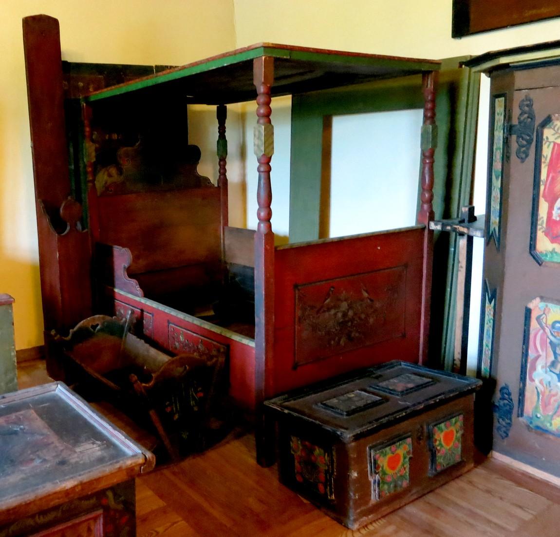кровать в замке Локет Чехия