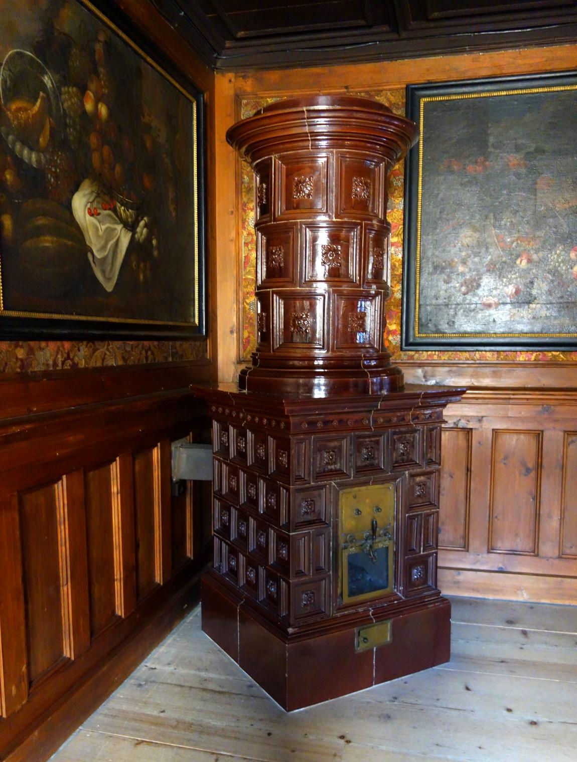 Старинная печь в замке Роз Австрия