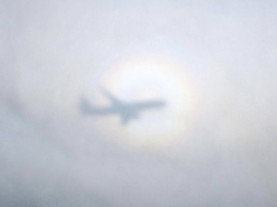 Тень самолёта на облаках