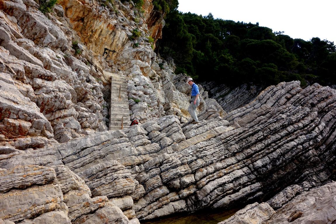 Каменистый берег в Черногории