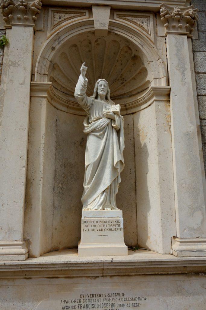 Статуя Иисуса храма в Прчани