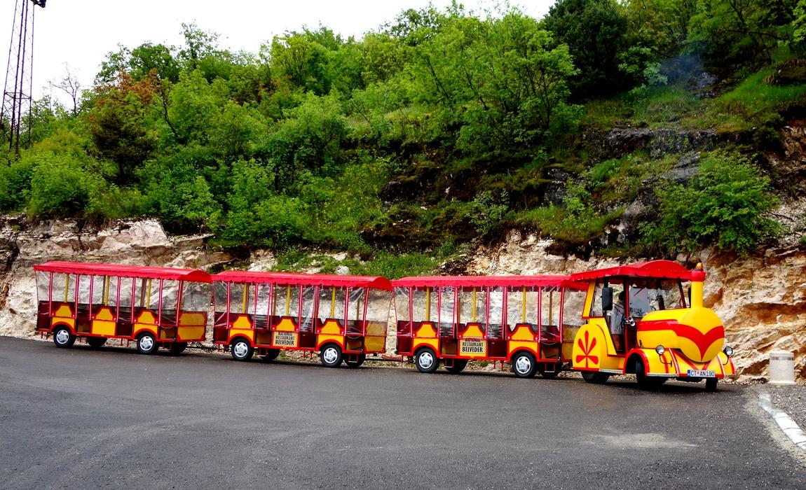 Липская пещера в Черногории - вагончики
