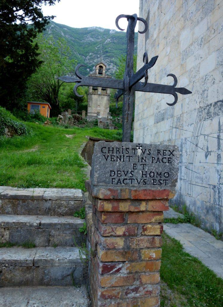 Символичные знаки при храме в г Прчань (Черногория)