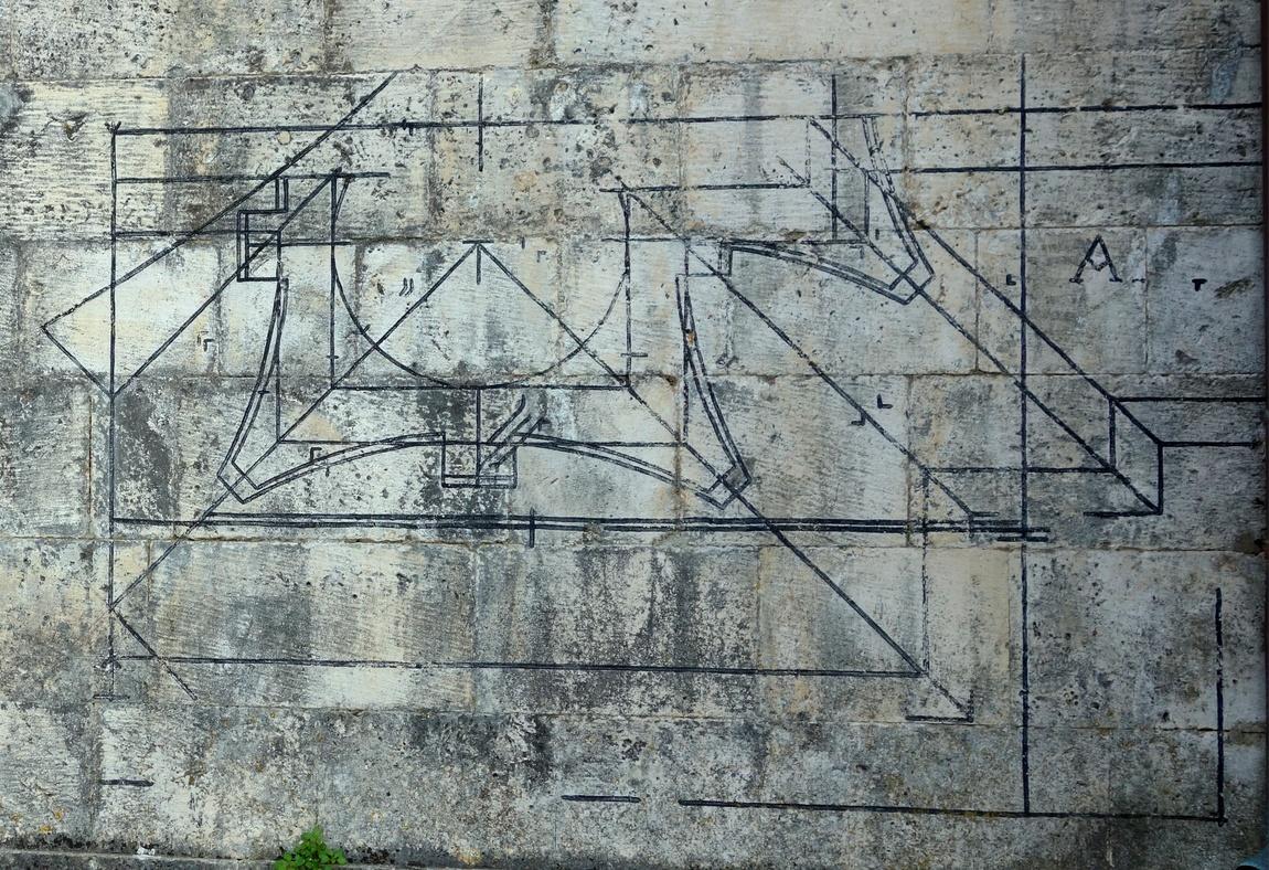 Странные знаки на стене храма в Черногории