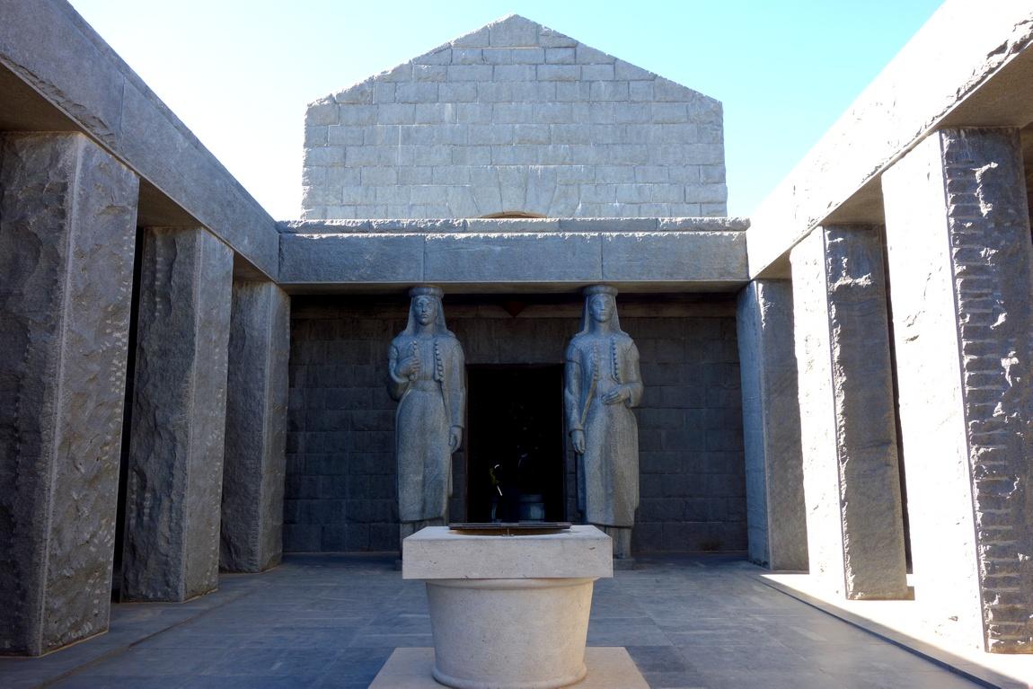 Атриум мавзолея Негоша в Черногории