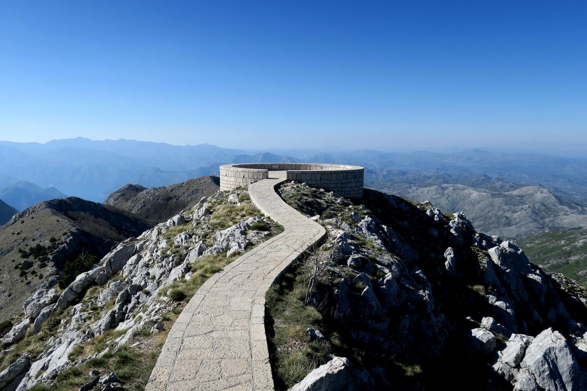 Смотровая площадка на вершине горы Езерски-Врх в Черногории