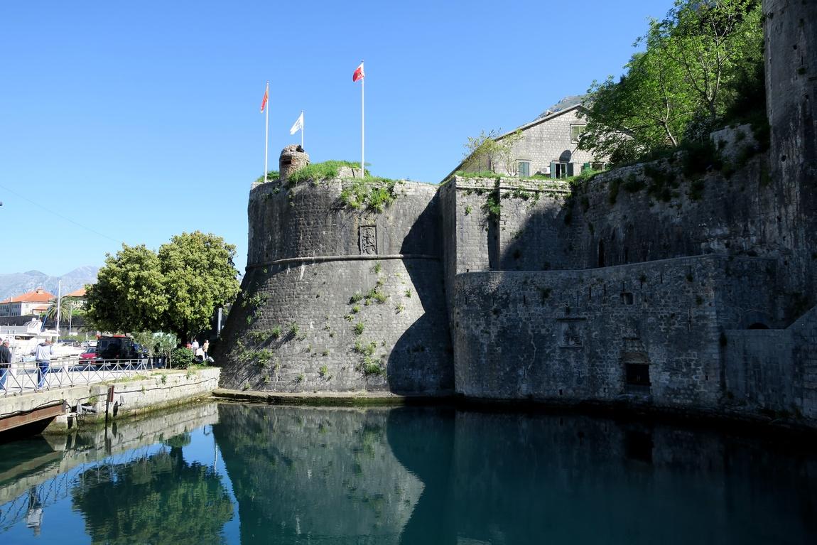 Крепостная стена города - Старый город в Которе (Черногория)