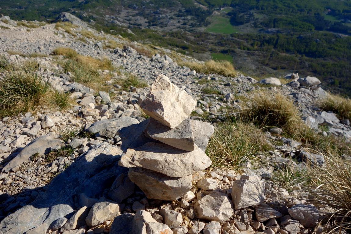Пирамидка из камней в горах Ловчен