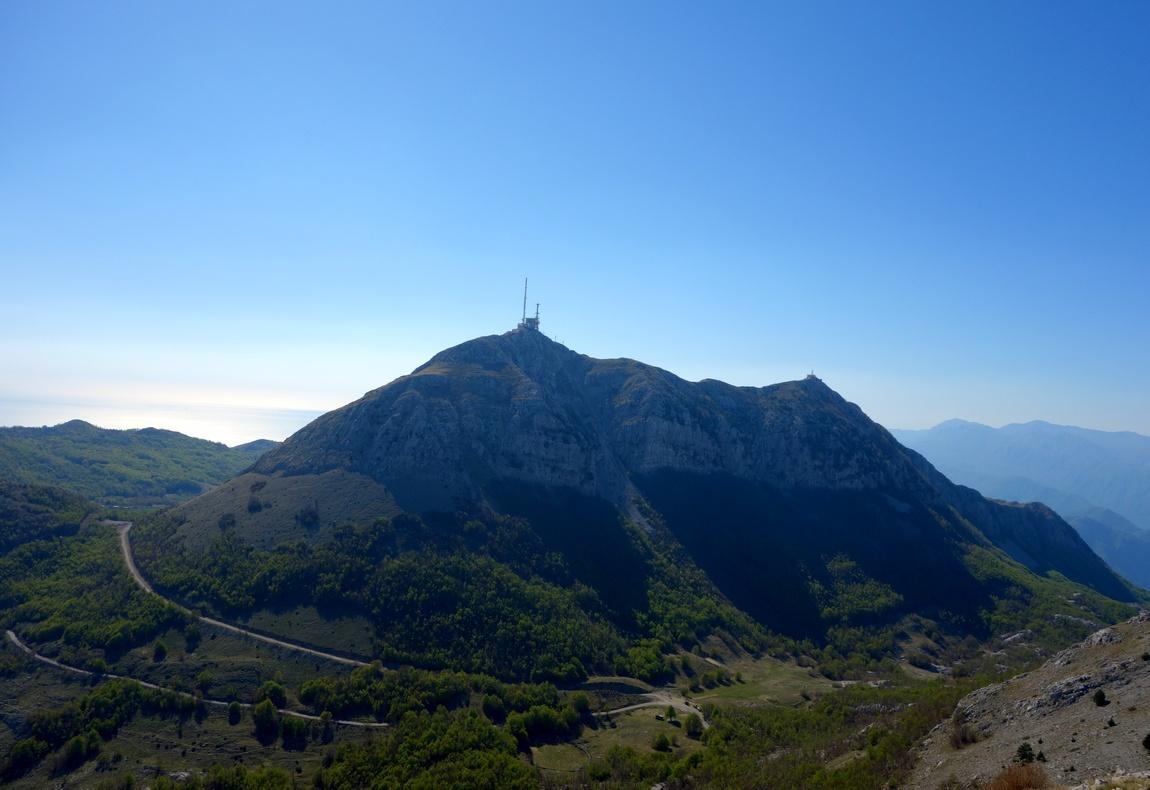 Высота вершины Штировник - 1749 метров. На самом пике находятся военные антены.