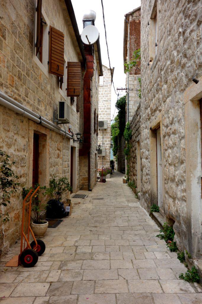 Улочки городка Пераст в Черногории
