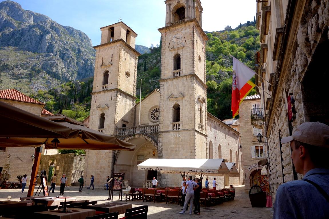 Башня в Старом городе Котор (Черногория)
