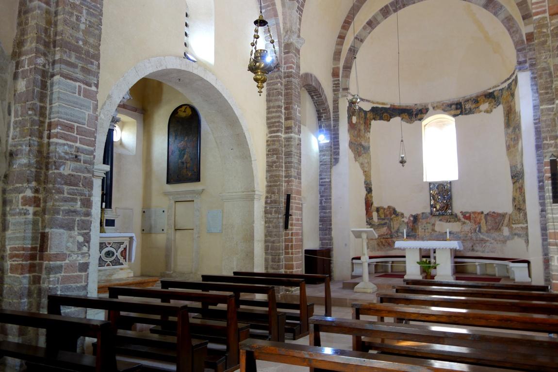 Интерьер собора Св. Трифона в Которе (Черногория)