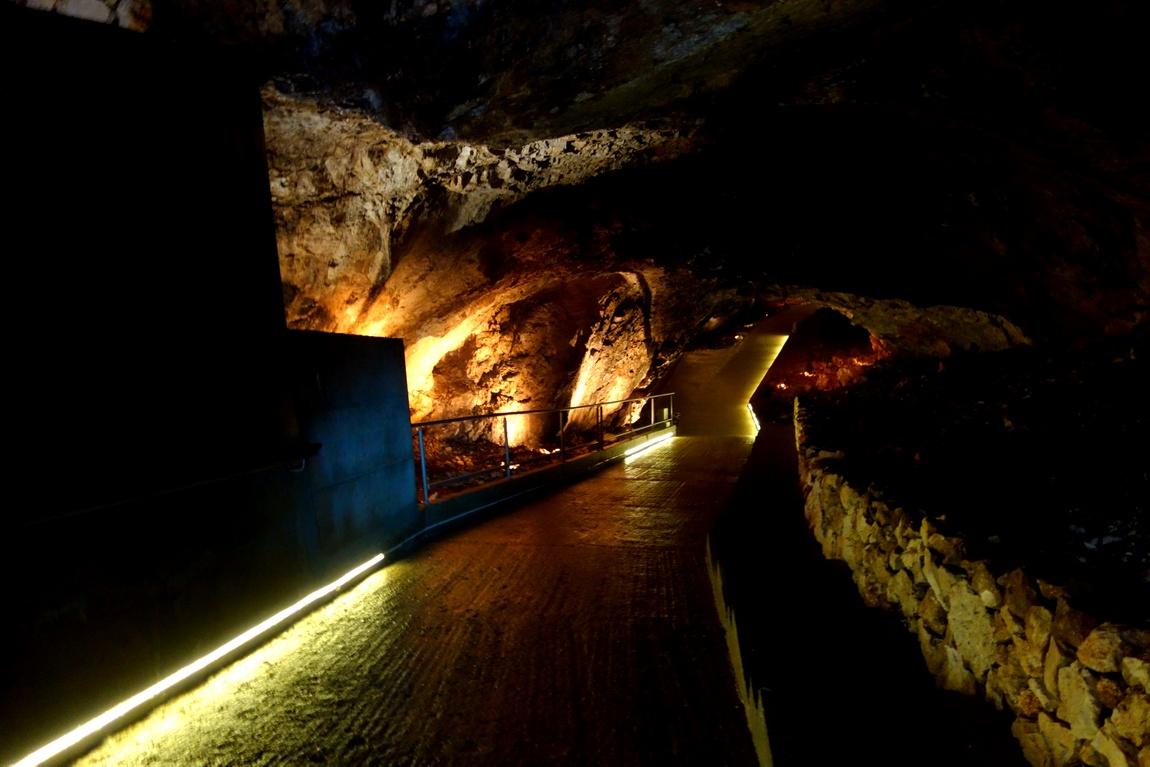 Липская пещера в Черногории