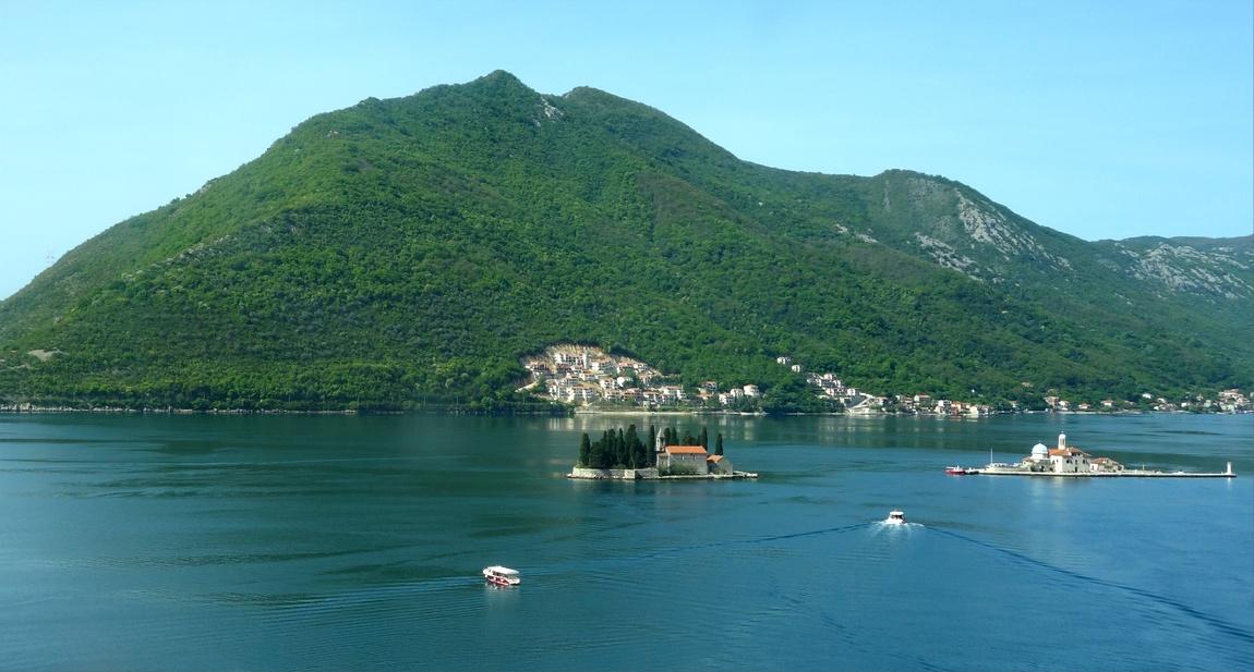 Черногори - остров Св. Георгия, и искусственный островок Госпа-од-Шкрпелла