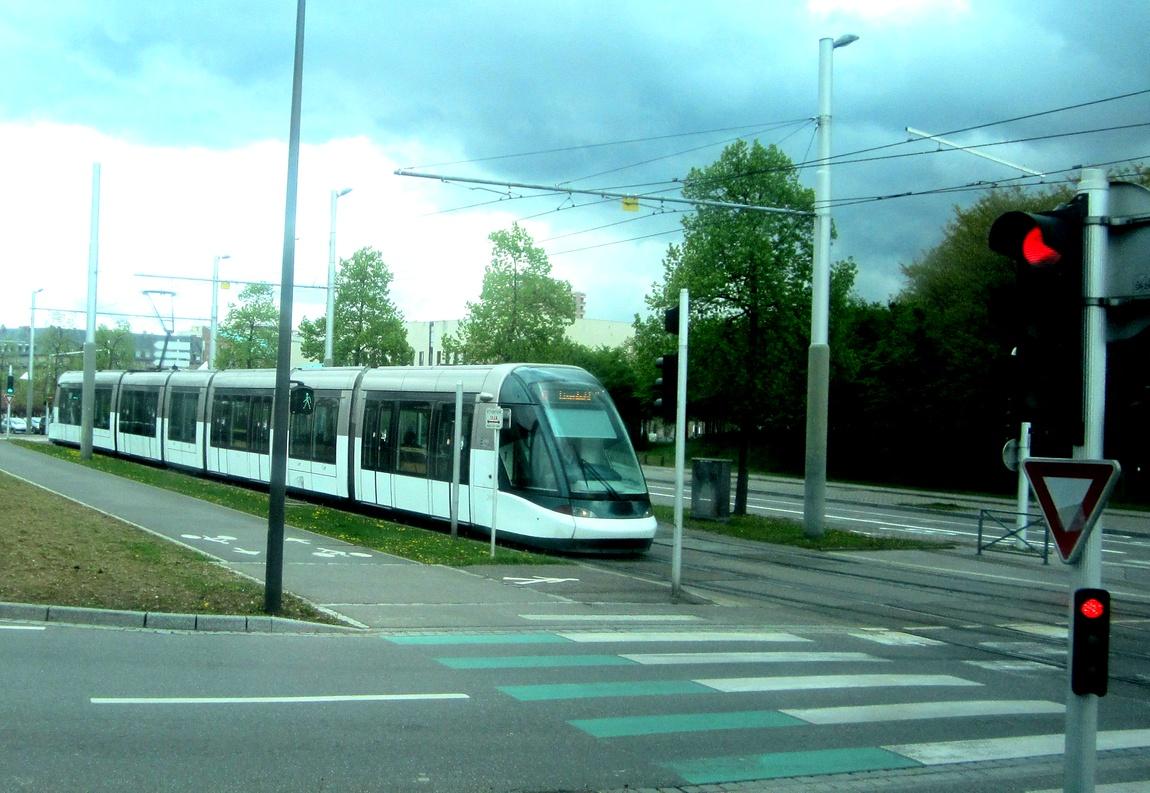 Перекрёсток в Германии и трамвай
