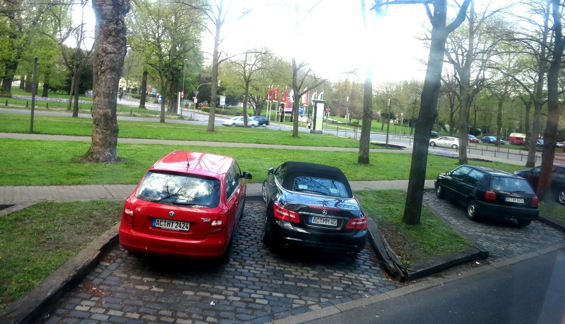 Парковка для машин в парке Германии