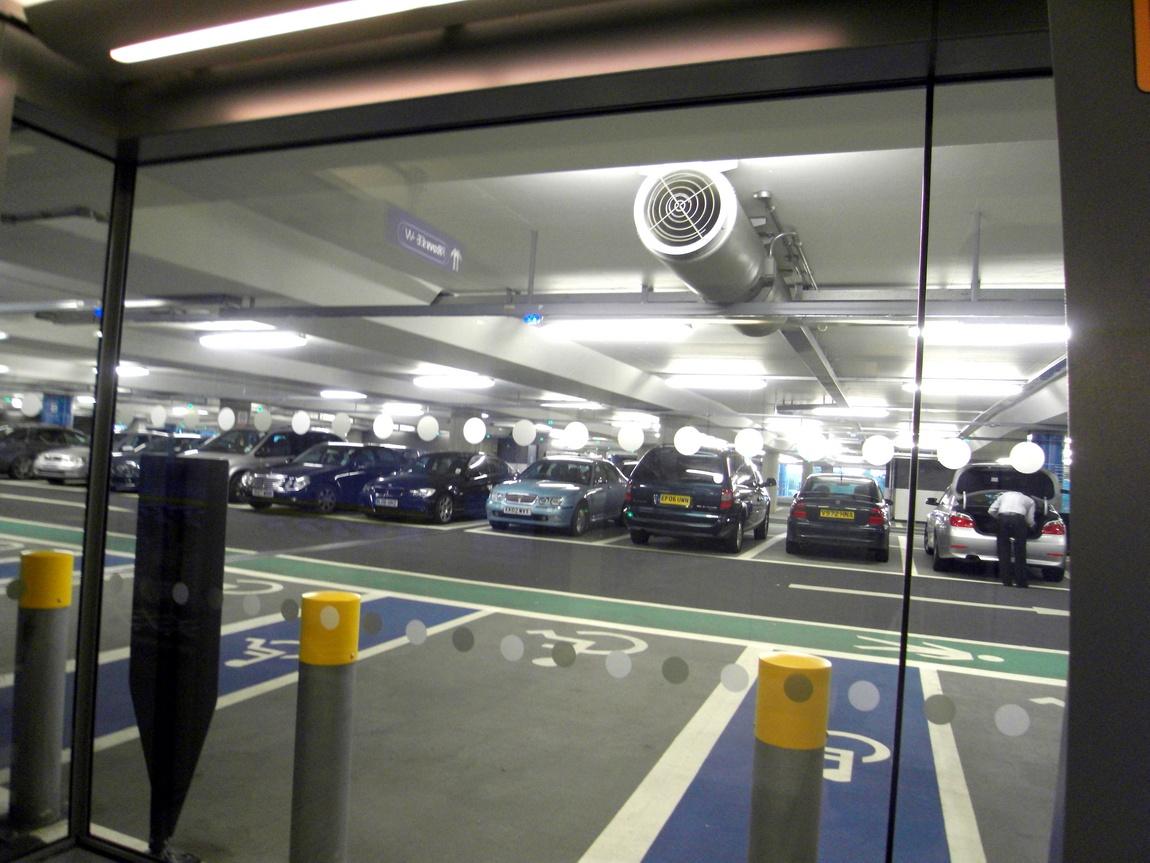 Стоянка для автомашин в Англии