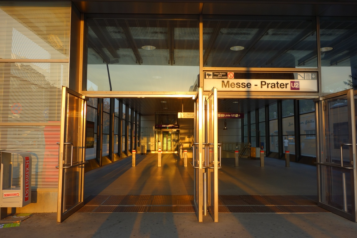 Вход в метро Вены