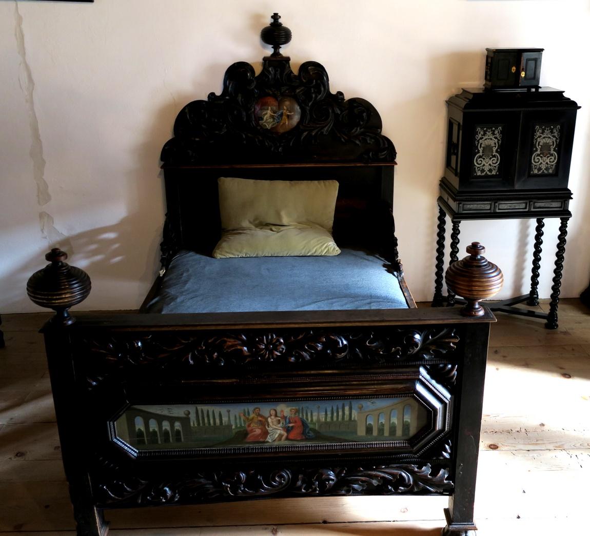 Средневековая женская кровать в замке Роз Австрия