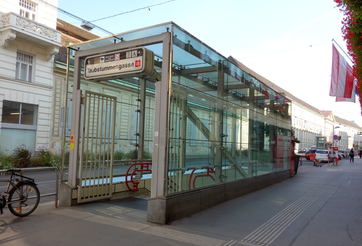 Выход из метро в Вене