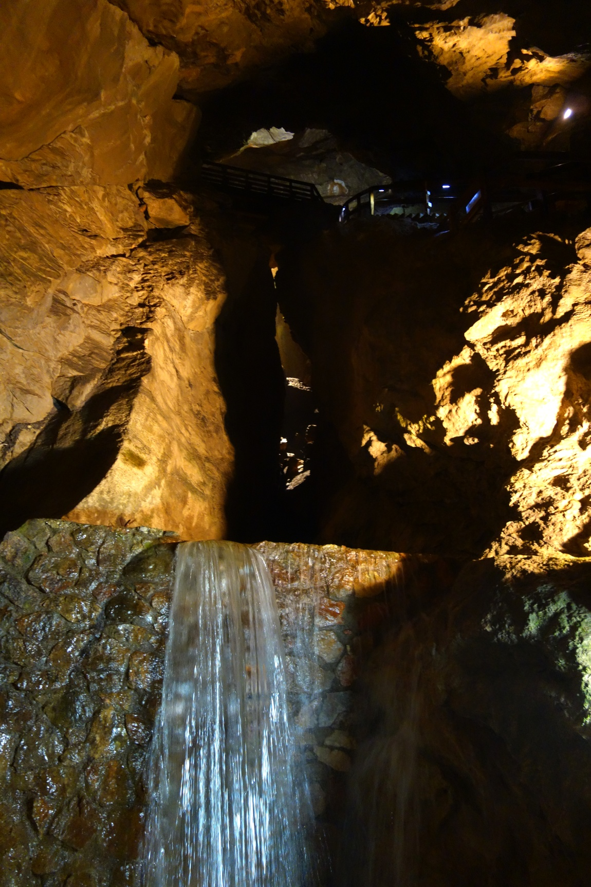 Lamprechtshohle в Санкт Martin бей Лофер - подземный водопад
