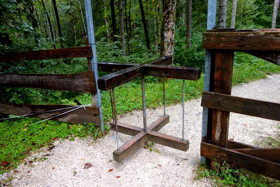 Ворота-вертушка в горах Австрии