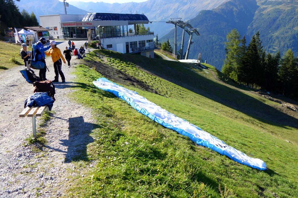 Гора Elfer и параплпнеристы в Австрии