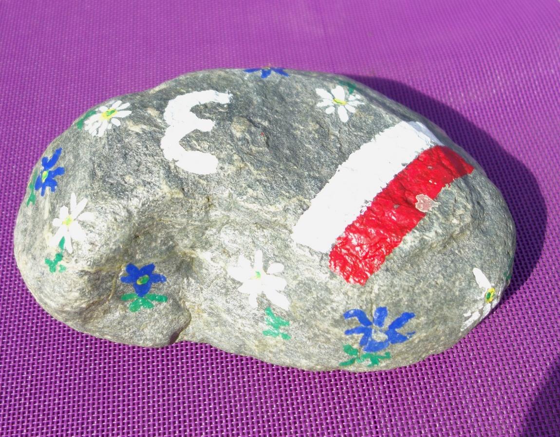 Камень для украшения столика в кафе Австрии