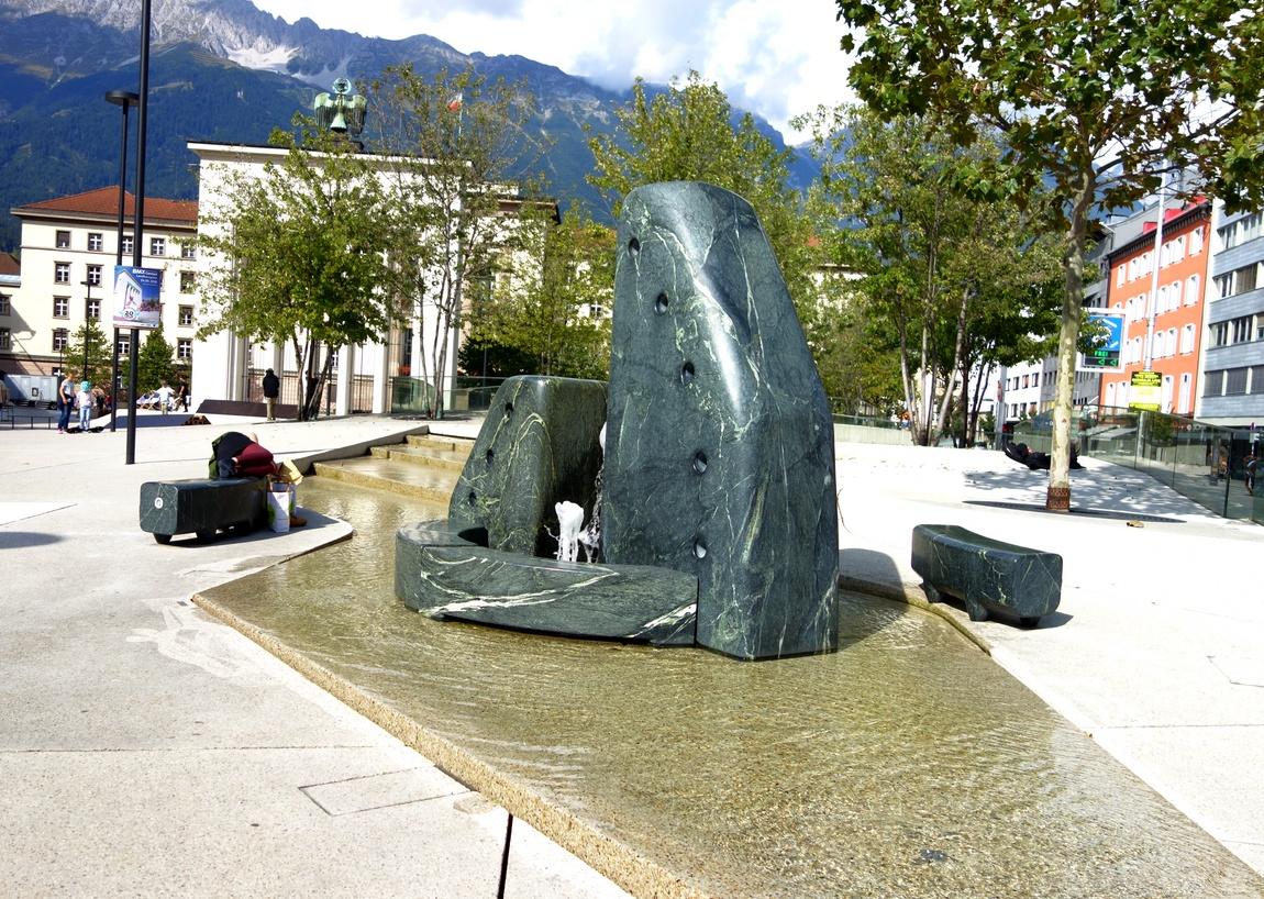 Мраморный фонтан в Австрии