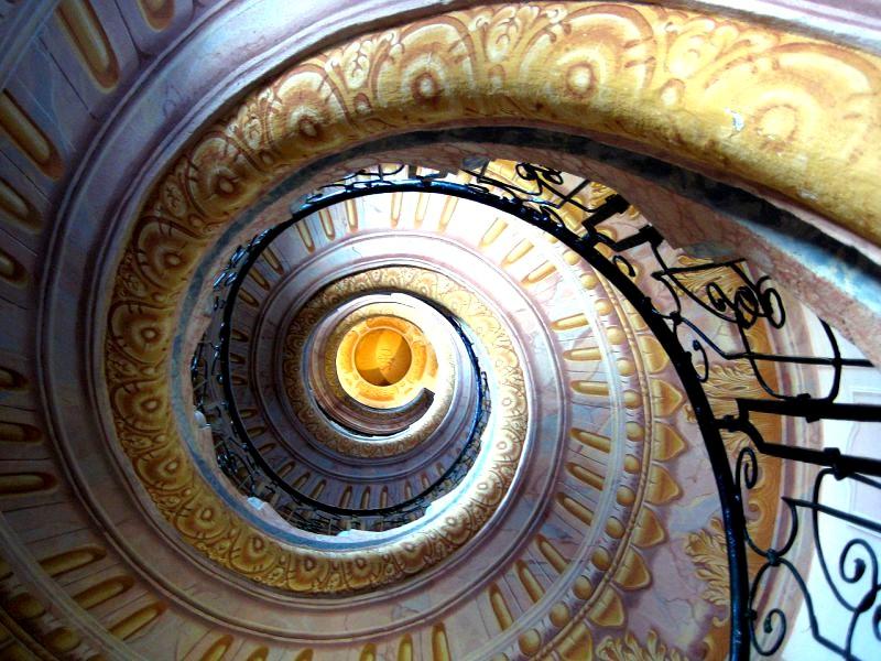 Винтовая лестница в Аббатстве Мельк в Австрии