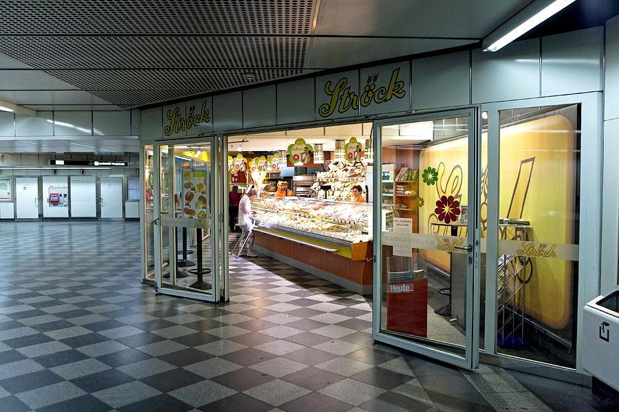 В метро Вены есть мелкие магазины