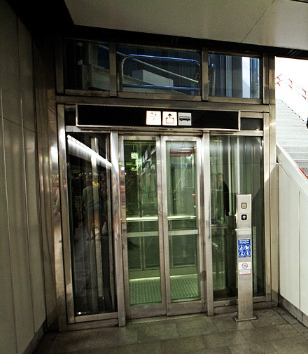 Лифт в метро Австрии