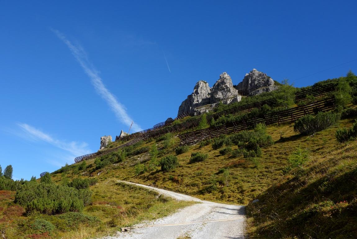 Горы в Австрии и ограждения от снегов
