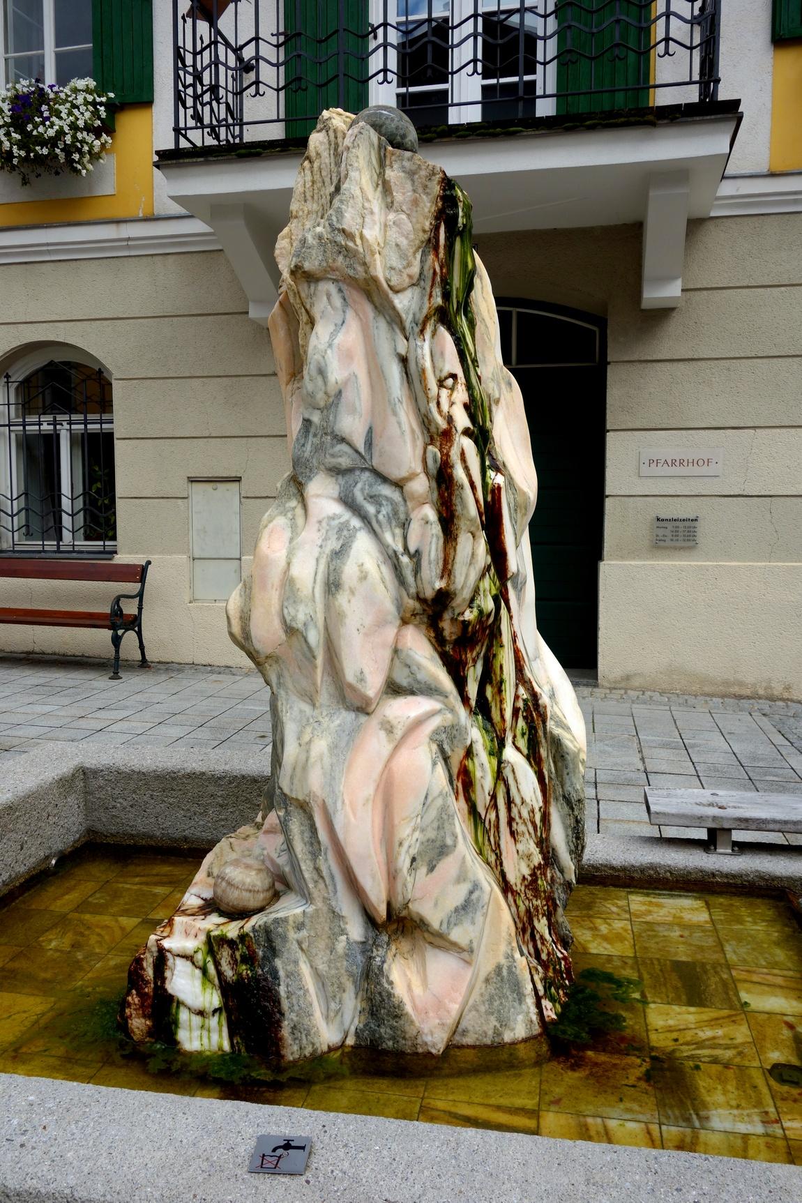 Стела-фонтан в Австрии