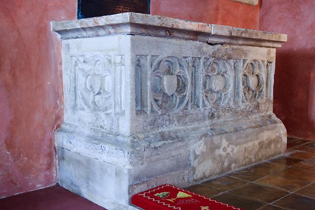 Гробница в церкви Св. Михаила - Олдбурн (Англия)