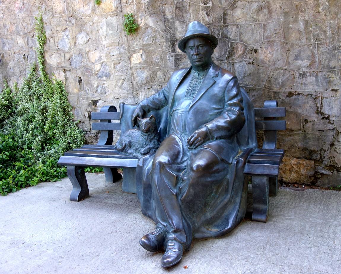 Парк Айвазовского - статуя Хрущёва на скамье