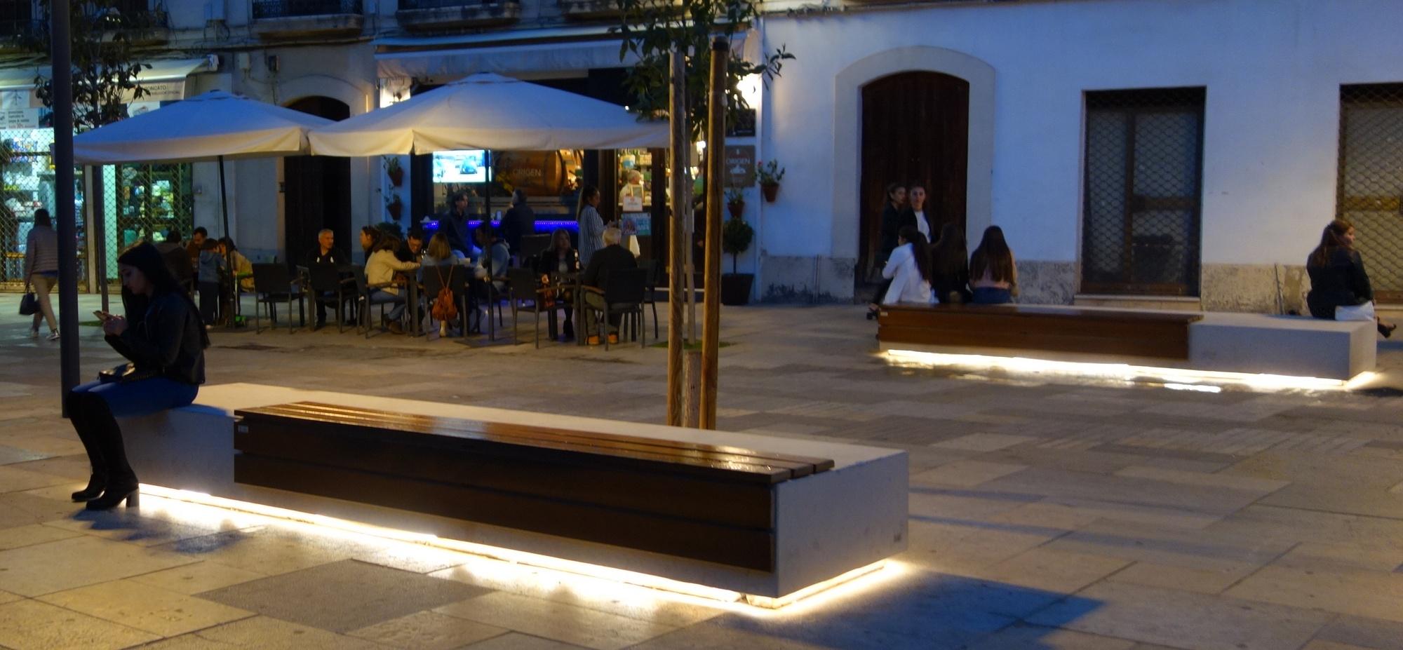 Скамья с подсветкой в Испании