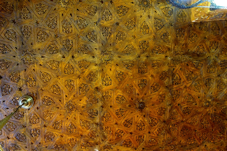 Потолок со сложным плетением в Испании