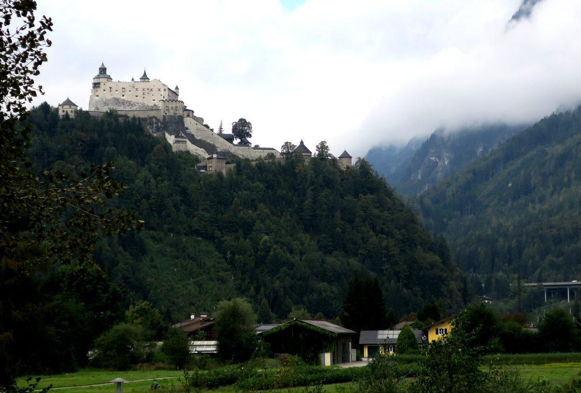 Замок Верфен на горе в Австрии