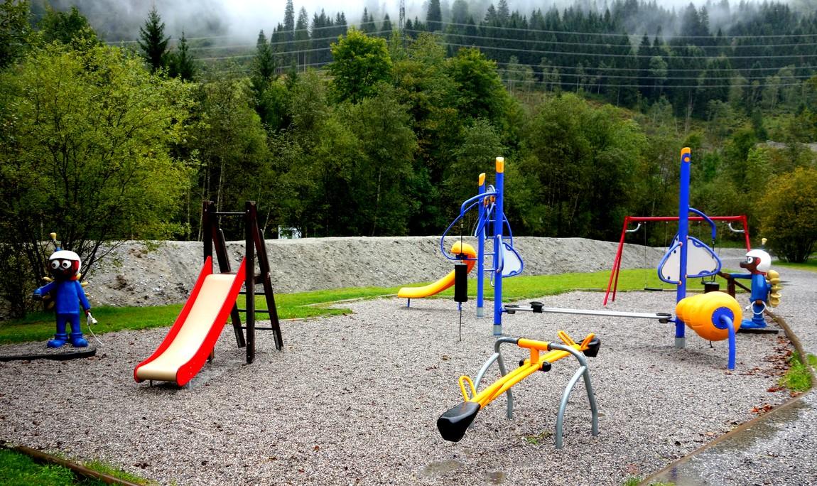 Детская площадка на озере Капрун в Австрии