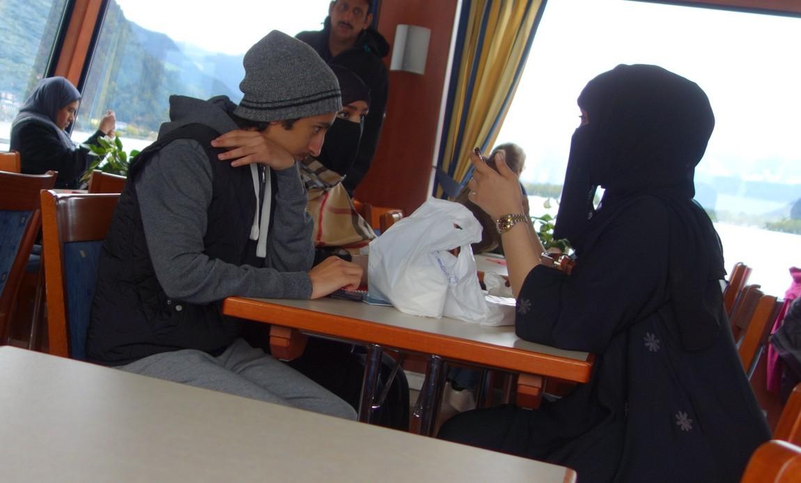 Женщины в чёрных хиджабах в Цель-ам-Зее