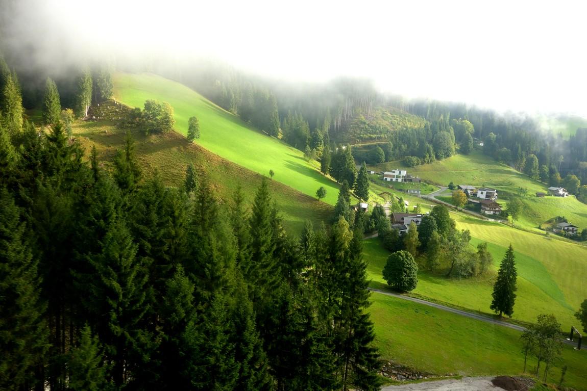 Подъём в кабинке на гору Шмиттен в Австрии