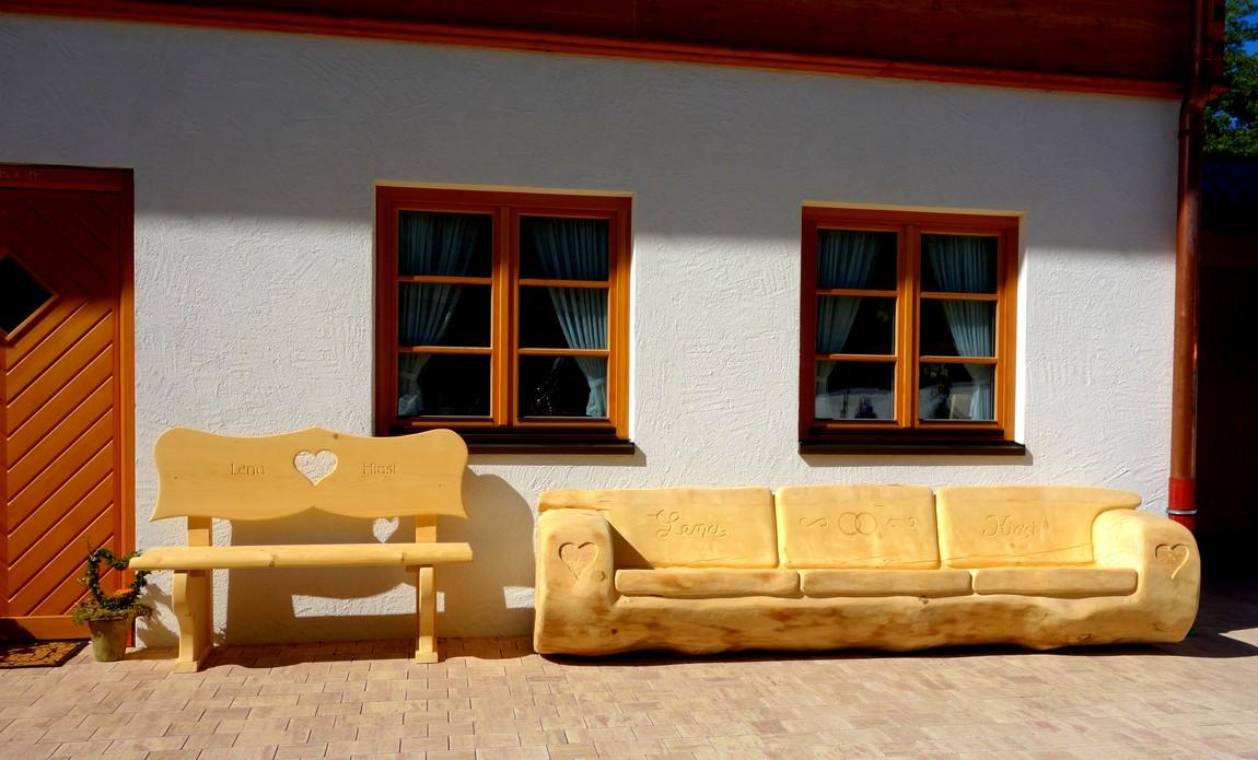 Деревянный диван в Австрии